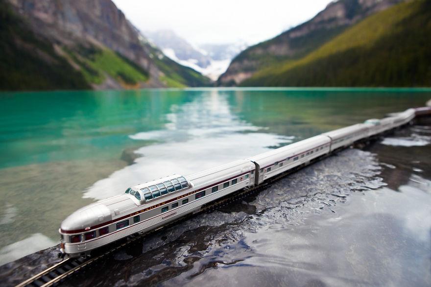 canadian-train-lake-louise-banff-canada__880