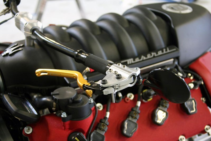 motorcycle-powered-by-maserati-engine-lazareth-lm-847-4