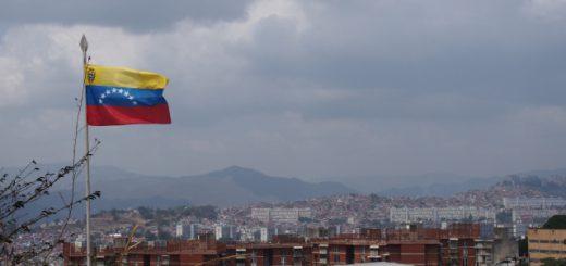 ベネズエラではお札でパンを包む!?ハイパーインフレでお金が紙より安くなる