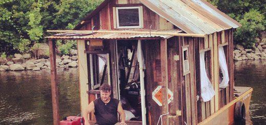 現代版トム・ソーヤーの冒険!?自作の小屋付きボートでミシシッピ川を渡った男