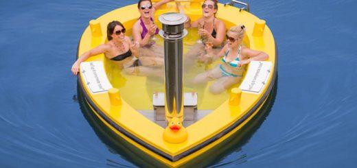露天風呂とクルーザーが奇跡の合体!お風呂型の船「HotTug」