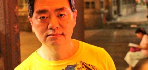 """黒髪のポルナレフ!?台湾の衝撃的な角刈りおじさん""""呉国任さん""""が話題"""