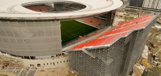 高所恐怖症だと無理!?ロシアW杯スタジアム観客席の増設方法がスリリング