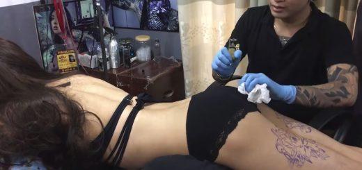 【面白動画】タトゥーを彫られる度に喘ぎ声…下着姿の女性が衝撃の結末