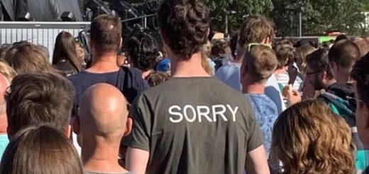 「背の高い人がライブ会場で前列に立つ」とき着たほうが良さげなTシャツが話題
