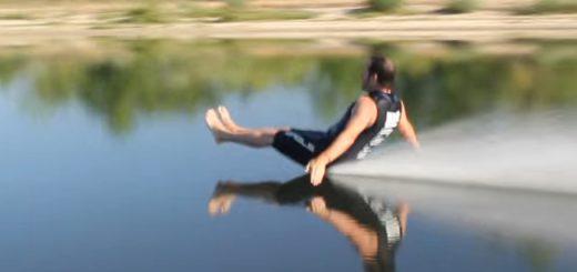 猛スピードのケツゾリ!裸足(ベアフット)水上スキーの着地が離れ業すぎて笑える