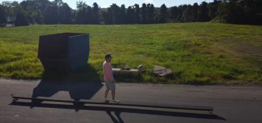スケーター驚愕!世界最長7.62mのスケートボードを制作した猛者現る